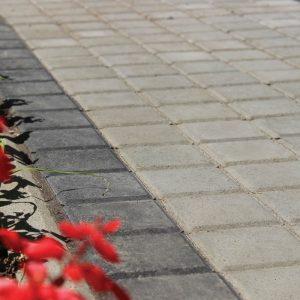 Приклад чорної та сірої тротуарної плитки. Купити у салоні тротуарної плитки «Melius» у Вінниці