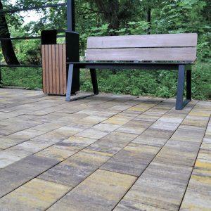Приклад тротуарної плитки у парку. Купити у салоні тротуарної плитки «Melius» у Вінниці