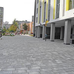 Приклад тротуарної плитки біля школи. Купити у салоні тротуарної плитки «Melius» у Вінниці Фото
