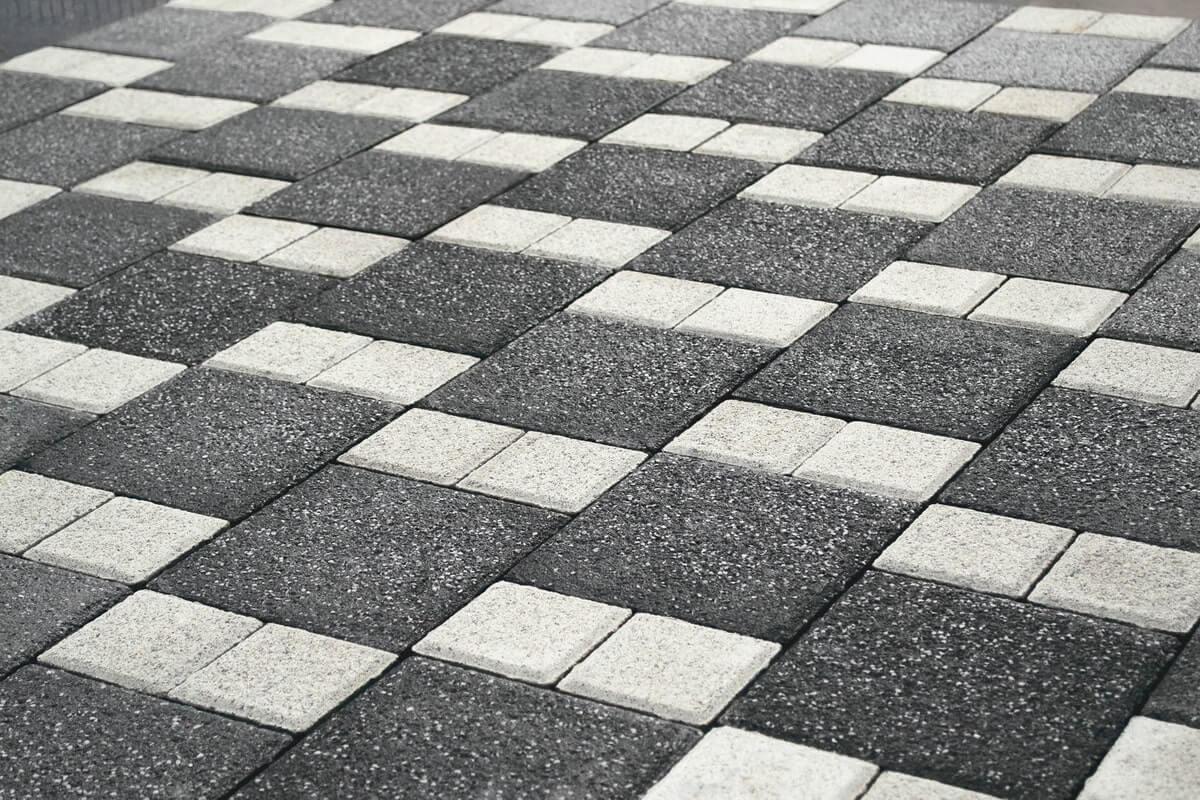 Фото декоративна чорно-біла бруківка від салону тротуарної плитки «Melius» у Вінниці