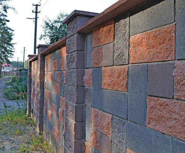 Фото Паркан із фасадної плитки від салону тротуарної плитки «Melius» у Вінниці