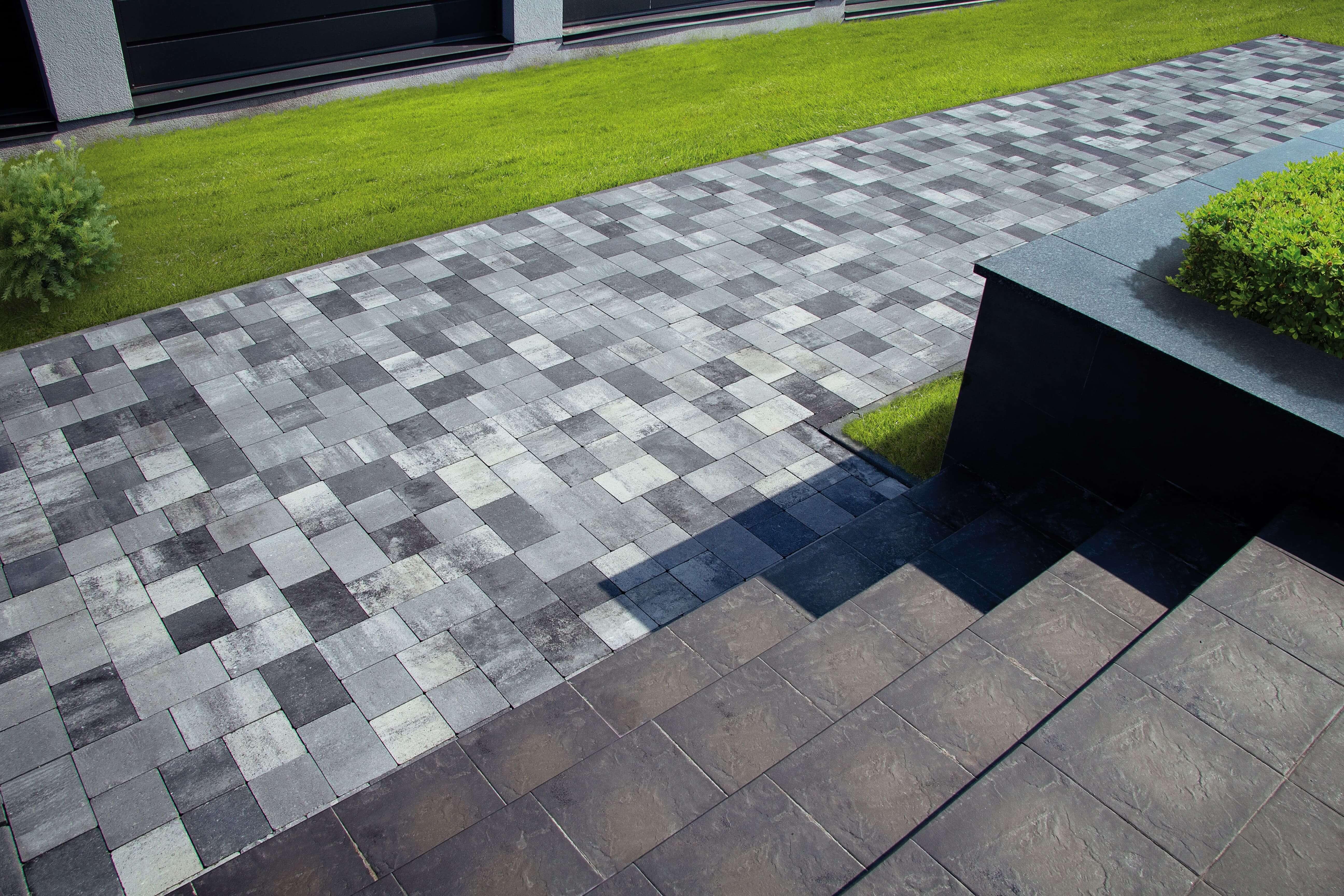 Фото Тротуарна плитка чорно біла у саду. Салон тротуарної плитки Melius