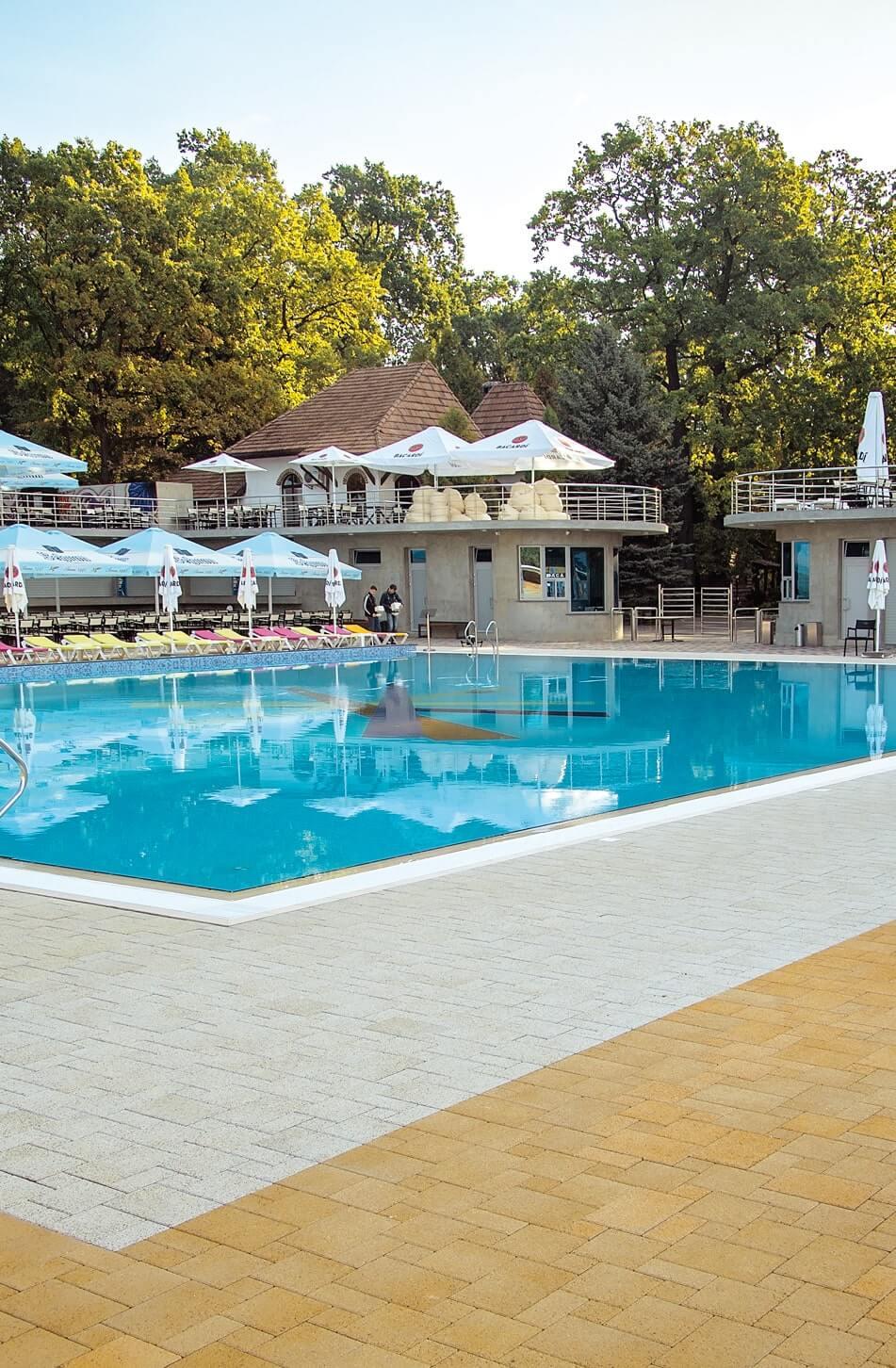 Тротуарна плитка біля басейну від салону тротуарної плитки «Melius» Вінниця