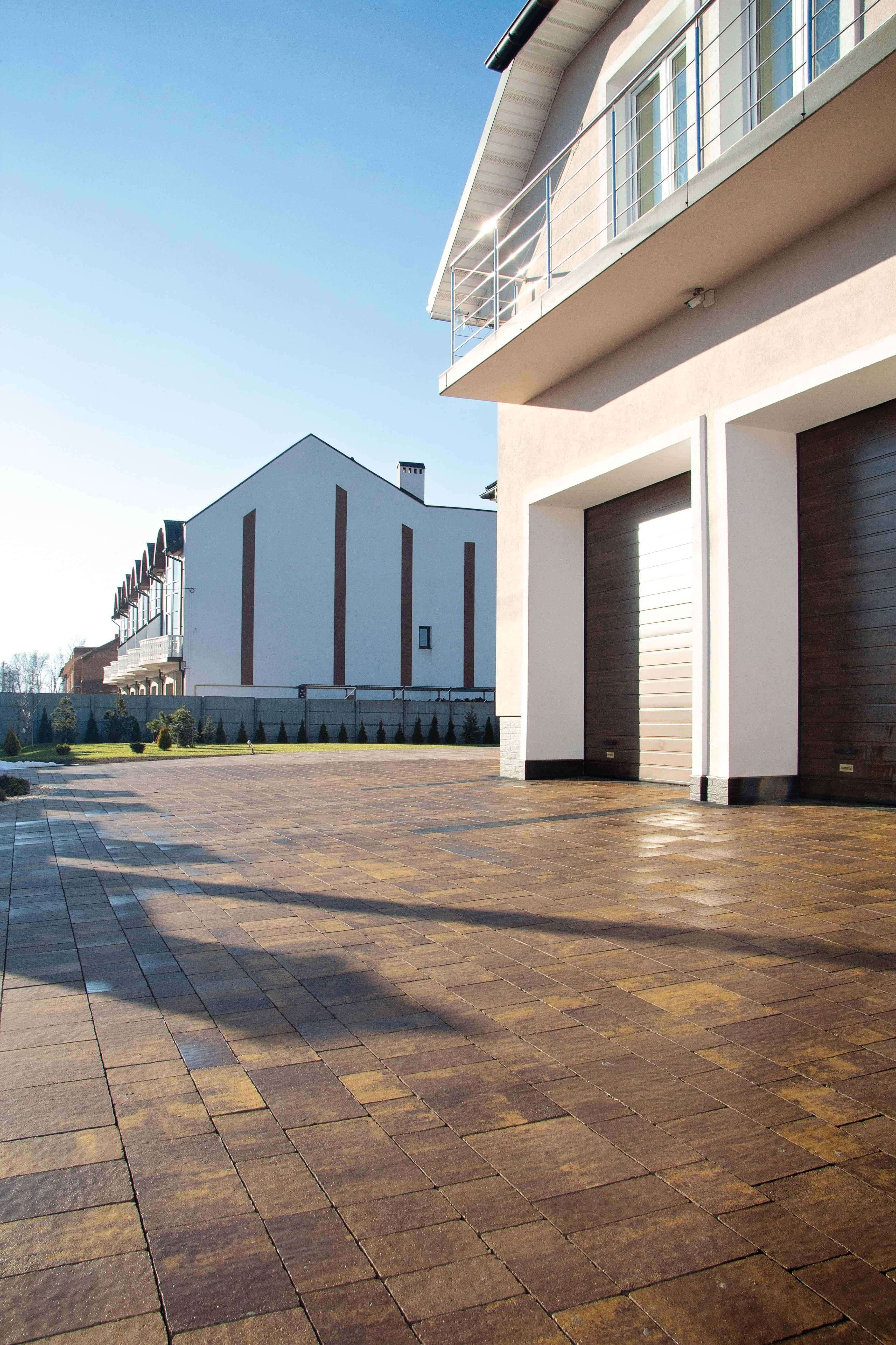 Коричнева тротуарна плитка від салону тротуарної плитки «Melius» Вінниця