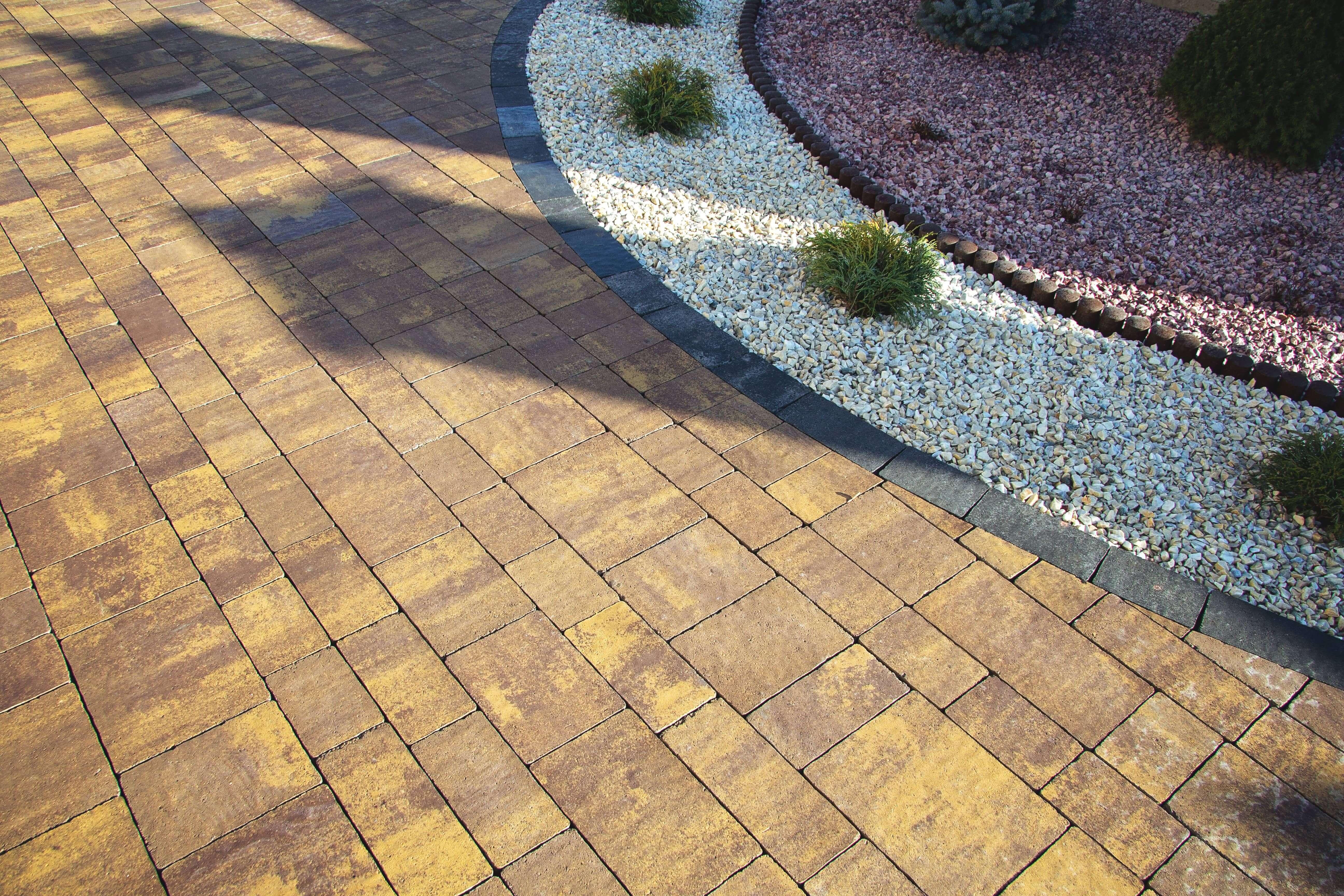 Фото кольорова тротуарна плитка від салону тротуарної плитки «Melius» Вінниця